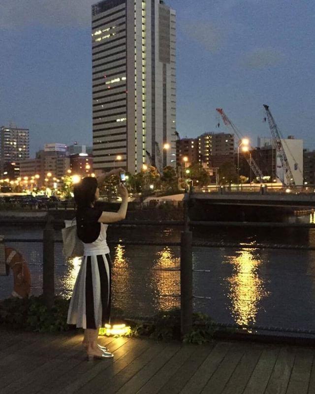 最近のお気に入りコーデで横浜みなとみらい#お気に入り#コーディネート#横浜#みなとみらい#ミモレ丈#martinique #zara(Instagram)